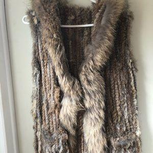 Sleeveless jacket. Rabbit fur